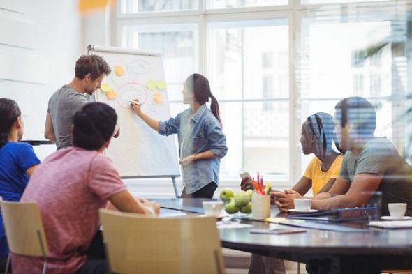 Com a digitalização de processos, a extração de valor dos dados obtidos contribui para uma performance embasada por insights relevantes, angariados por meio de um trabalho de Business Intelligence